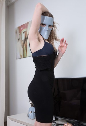 Amateur model display her all natural underarms and vagina as she undresses