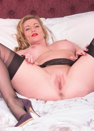 Horny Holly Kiss toys her yummy mature cunt in sexy stockings
