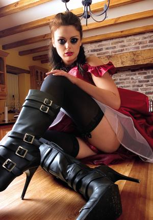 Kinky brunette in black boots Miyah in an epic face sitting ...