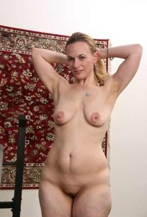 Chubby mature wife Destiny Hall frees saggy boobs & lifts weights spread wide