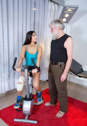Horny grandpa with glasses recovers a sexy injured teenage babe