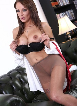Hot MILF Lou Lou releases her horny vagina from her ripped open pantyhose