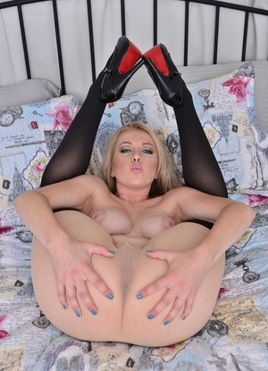 Milf in leather pics