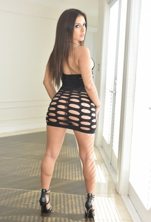 Latina solo model Jynx Maze works her big booty free from revealing dress