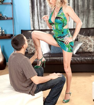 Sexy older woman Gianna Phoenix seduces a younger guy with her great legs