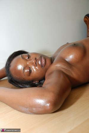 Oiled up amateur ebony babe Jessicas Honeyz exposing her assets on the floor