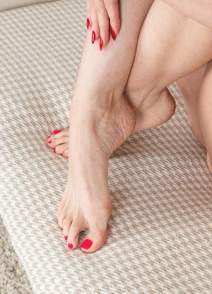 Sexy beautiful Sophia Delane licks her sexy bare feet and spreads naked pussy