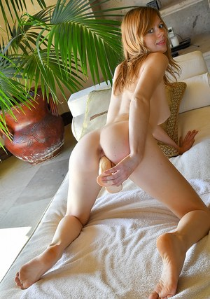 First timer takes off her black miniskirt prior to toying her pink cunt
