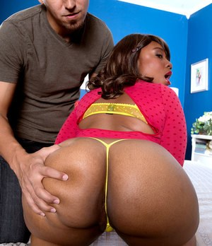 Beautiful ebony Lareina gets fat booty squeezed before climbing aboard cock