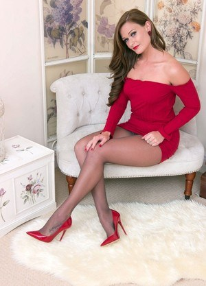 Stunning Honour May rips her sexy pantyhose and toys herself