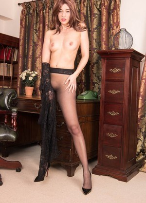 Foxy MILF Tracy Rose gets naughty in black pantyhose and high heels