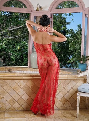 Hot Asian Cindy Starfall sheds sheer gown to flaunt round wet ass in the bath