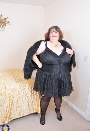 Slutty mature BBW plays with her saggy tits and masturbates in bed