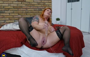 Mature redhead in black stockings spreading wide open to toy pussy  squirt