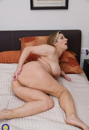 Gratis porno Big Booty mom