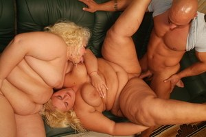 2 obese blondes shared a dildo before having a threesome on a couch
