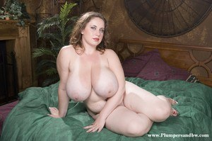 Obese solo model sets her giant breasts free from bra as she gets naked
