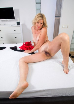 Classy mature lady Diana Gold showcases her beaver after removing her lingerie