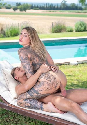 Ink Queen Mia Blow does vaginal and anal sex in and out of swimming pool