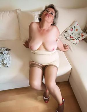 Horny nan Caro pets her snatch prior to fondling her natural breasts