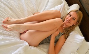Blonde amateur Mazzy-Ii sucks her own toes before exposing her clitoris