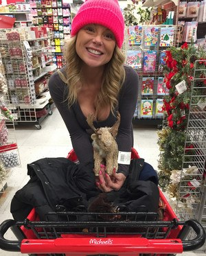 Amateur chick Meet Madden goes Christmas shopping topped in a pink toque