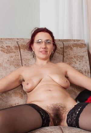 Nerdy woman Kittyfall takes off her glasses while showing her bush in the nude