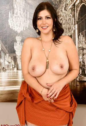 30 plus plumper Jasmine S uncovers her nice boobs as she strips naked