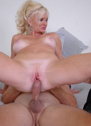 Mom and stepdaughter tandem swap cum after sex with the same man