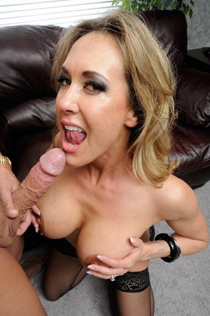Busty mature woman Brandi Love goes pussy to mouth in black stockings