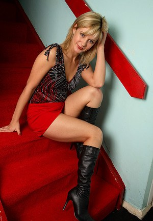Sexy blonde Laurita toys her vagina on stairs in black boots