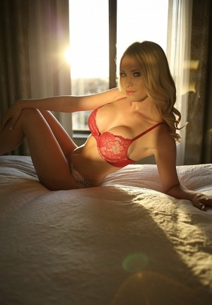 Blonde amateur Shannyn Xo climbs aboard her bed in bra and sexy thong