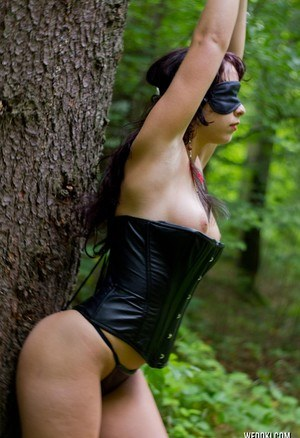 Amateur model Amy Londer sports nipples clamps during bondage scene in forest