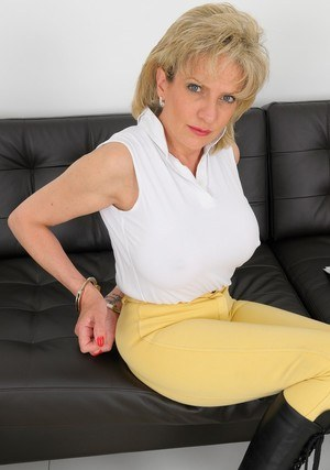 Fully clothed mature woman Lady Sonia is tied up with rope in black boots