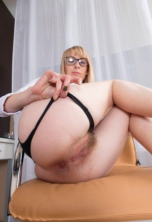 Blonde businesswoman Natinella fingers her trimmed muff after disrobing