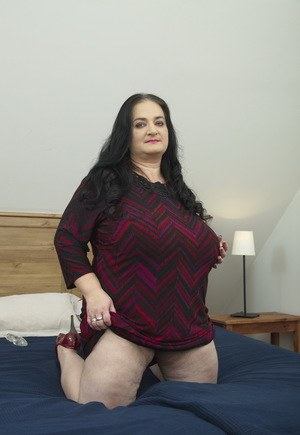 Fat Saggy Boobs - Fat oma unleashes her big saggy boobs before sucking on a ...