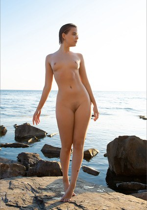 Totally naked girl sports the wet look while spending the day at the ocean