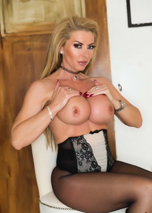 Blonde bombshell Lynda Leigh uncups her big tits in leather boots and hose