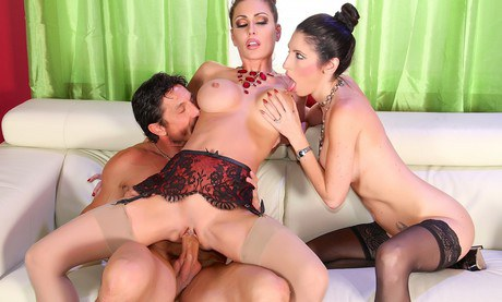 Jessica Jaymes Gets Nailed In Kinky Threesome Sex Porntube 1